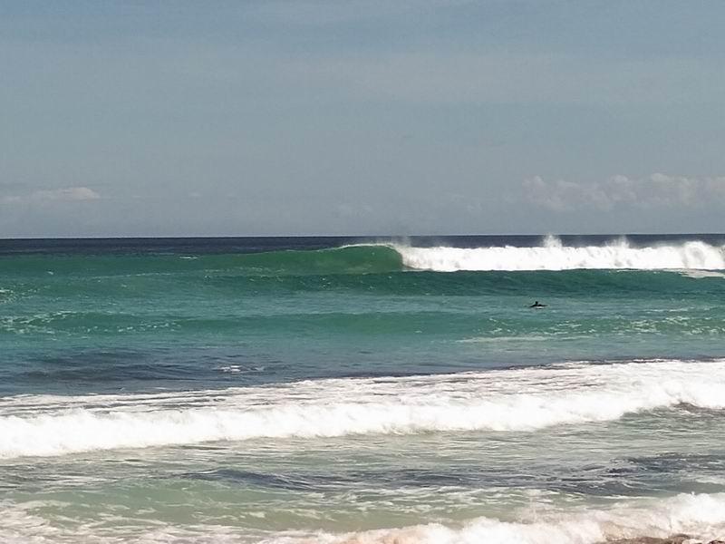 アップにするとこんな感じ、波のサイズはオーバーヘッドぐらいでしょうか。