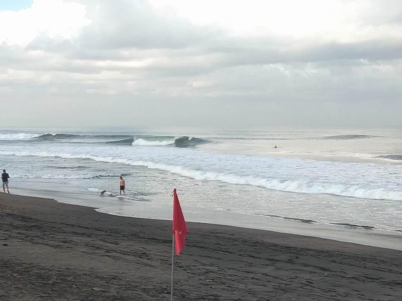 バトゥーボロンのお隣のグーフィーポイント、タヒチの波