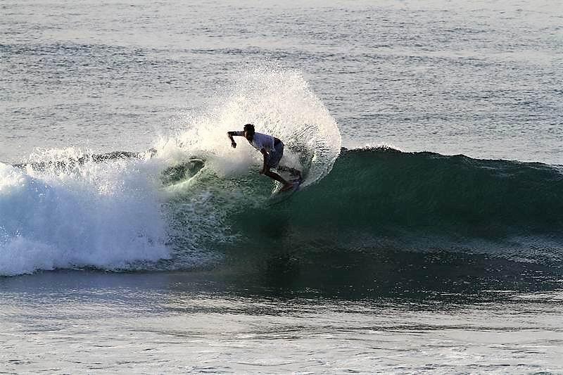 アクションもバシバシ決まる良い波、ハイタイド気味の時はチューブは無しで技の練習には最適の波になります。