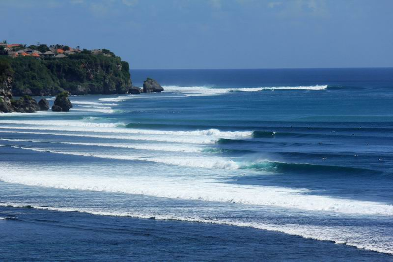 バリ島の波で一番ロングライドができるのがこのインポッシブルです。1分間ライドも可能です。