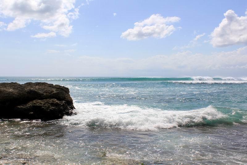 ビンギンライトに到着。ここは大潮のロータイドの時のみサーフィンに適する波が割れています。