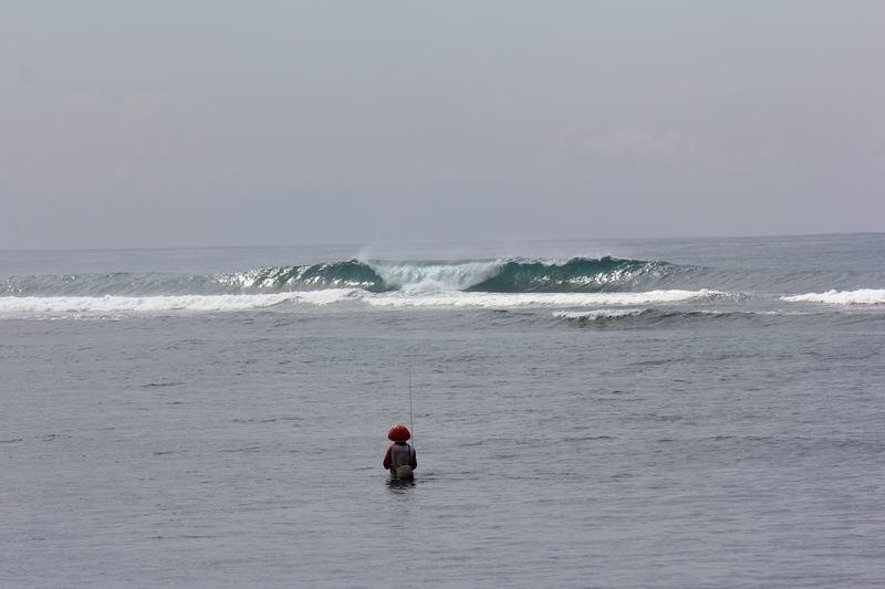 レギュラーポイントのお隣、Aフレームポイント。このサイズでも掘れてますこの日は潮が引きすぎでした。