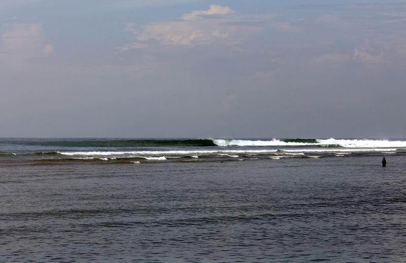 近くから見るとこんな感じ、この日は潮が引きすぎでサーファーはいませんでした。この画像より少し上げ気味の時に良い波が立ちます。
