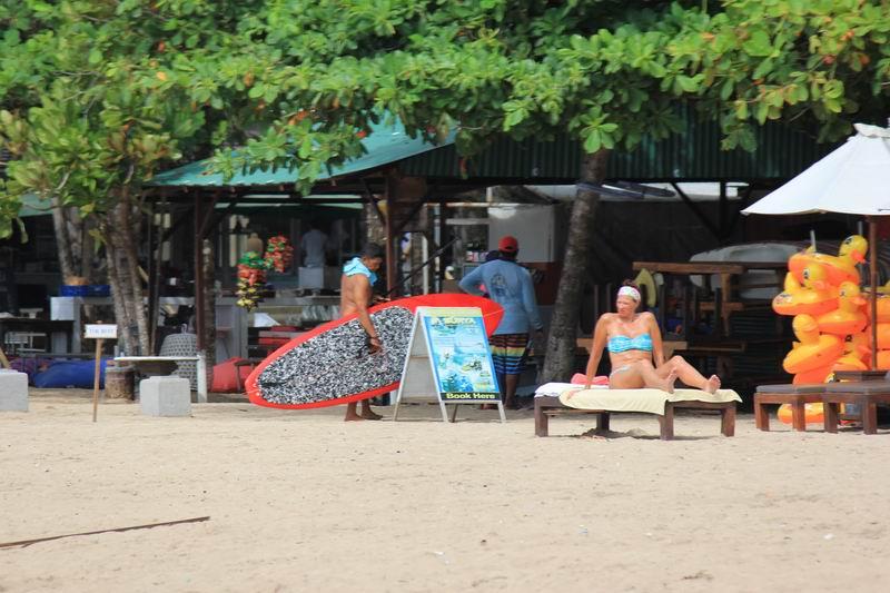 ポイント周辺のビーチはお隣サヌールと異なり外国人のホテル利用客が多くリゾート気分です。人が少なくてのんびりしています。