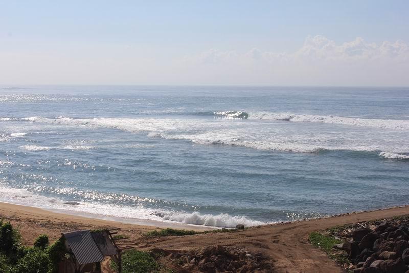 堤防の左側の方が良い波です。