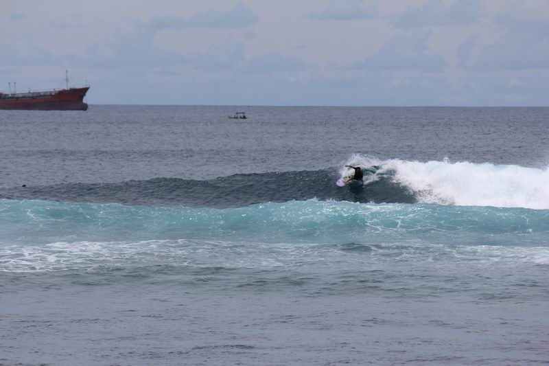 スランガンのブレイクはやさしく、レギュラー、グーフィーともにメローで乗りやすい波です。