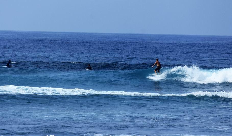 形の良い波を捕まえると最後は深い棚で波が消滅、この後はカレントに乗って楽にゲティングアウト。