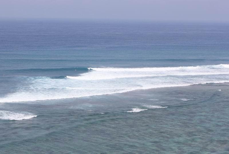ハイタイドの波が良くなりロータイドは波がみじかくリーフもむき出しになります。