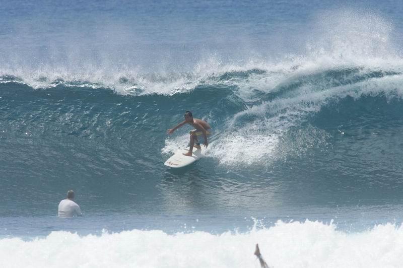 サイズが上がるとたまにチューブっぽい波も入ってきます。