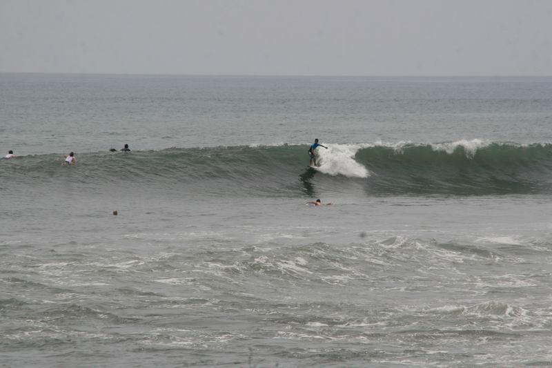 波が小さな日は初心者も入れます。