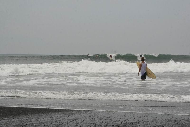 ポイントは岸から近くでリバーマンスのような波です。